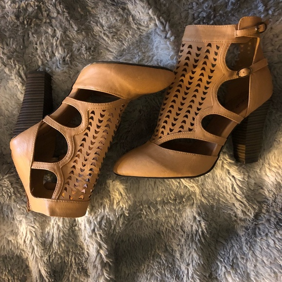 Qupid Shoes - Qupid Cutout Ankle Booties
